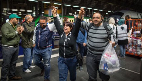Almost 20,000 refugees arrive in one weekend