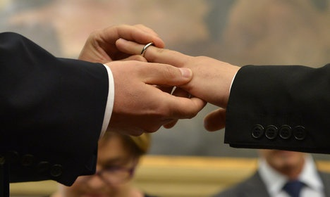 Gay unions: Italy set to spurn church