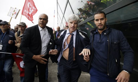Half-naked Air France execs flee workers