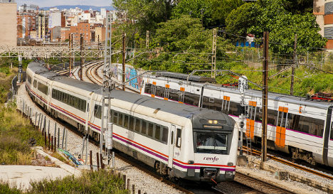 Teenager electrocuted while taking selfie on roof of Barcelona train