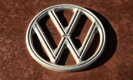 VW credit rating cut as emissions scandal grows