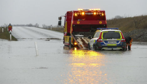 Ice and floods hit Swedes on drive home