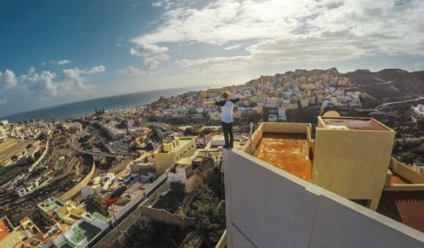 WATCH: Scottish cyclist in death-defying ride across Spain's rooftops