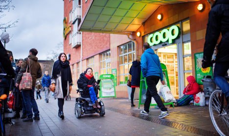 Why are experts worried about falling prices in the Nordics?