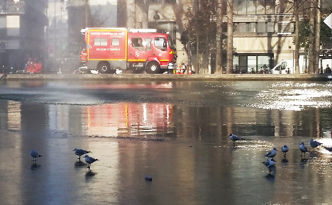VIDEO: It's icy cold in Paris as waters of canal (almost) freeze over