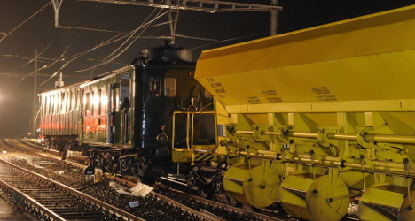 Steam train crash injures sixteen party guests