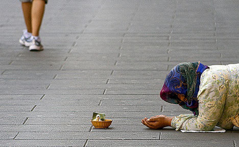 Italian town to fine people who give money to beggars