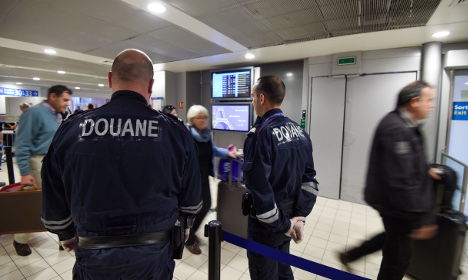Police profiling passengers at Charles de Gaulle airport