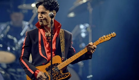 Prince cover on Frankfurt train takes musicians viral