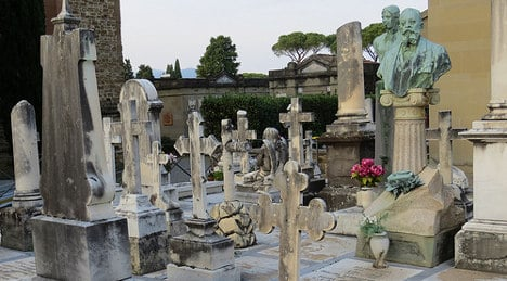 Italian cemetery worker 'stole gold teeth from corpse'