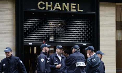 Armed thieves hit Chanel store in central Paris