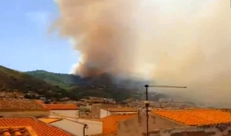 Homes and schools evacuated as wildfires rage in Sicily