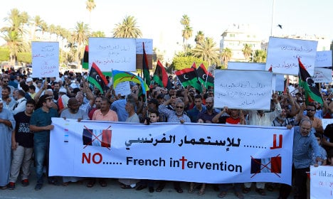 Libya armed groups urge fight against French troops