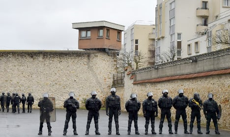 French plan to keep extremist inmates together in doubt