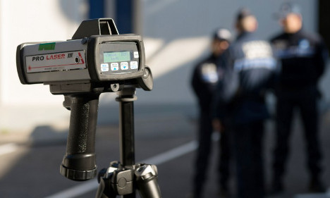 France says it's OK to warn drivers about speed cameras