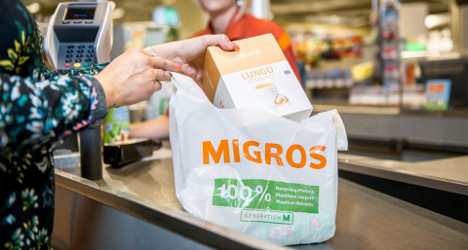 Swiss supermarkets to charge for plastic bags