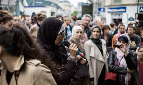 Veiled Muslim mums accosted by parents at French school