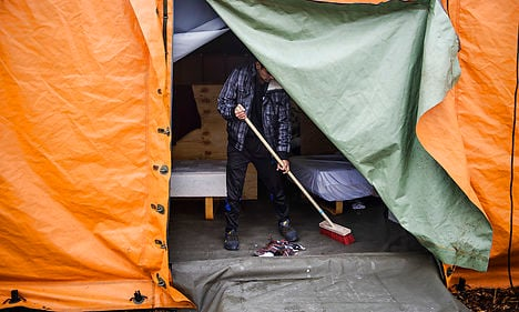 Denmark closes refugee tent camps as numbers drop