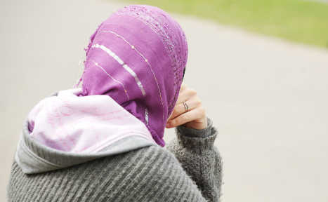 Woman sues dentist over job rejection for headscarf