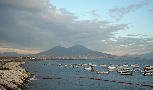 Italy puzzles over how to save 700,000 people from wrath of Vesuvius