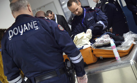 How abandoned luggage causes havoc at Paris airports