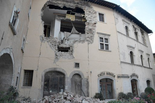 What caused Wednesday's earthquake in central Italy?