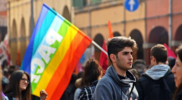 100,000 Italians march 'for peace, against indifference'