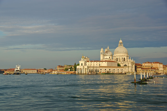 Venice mulls a cap on tourist numbers to tackle overcrowding