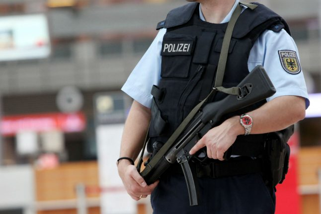 Police with machine guns to secure Berlin New Year fest