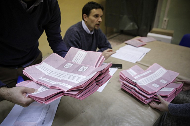 Moody's downgrades Italy outlook following referendum