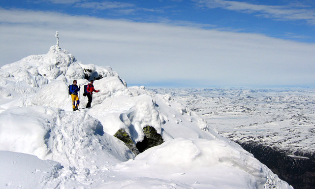 British mountain climber dies after fall in Norway