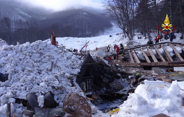 Video: This is Italy's avalanche hotel one week after the disaster