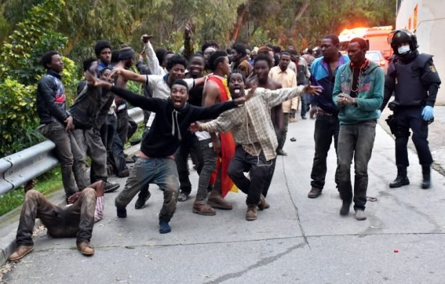 More than 350 migrants successfully storm Spain border fence