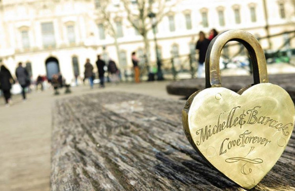 Is this Barack and Michelle Obama's long lost Paris love lock?
