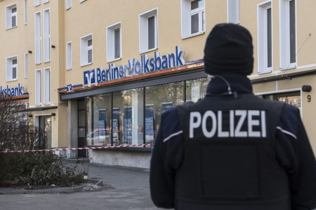 'Million euro-heist' in Berlin bank: armed robbers still at large