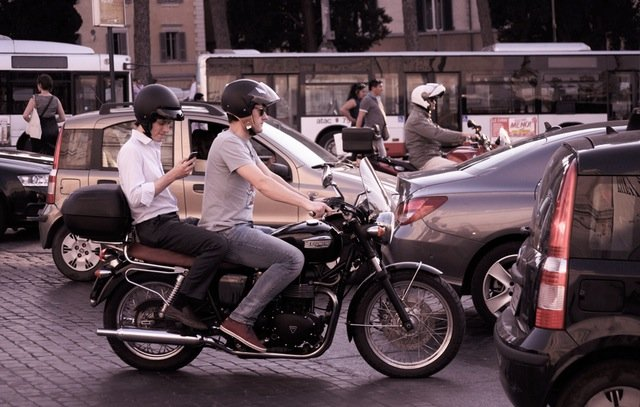 Commuters in Rome spend six days a year in traffic jams