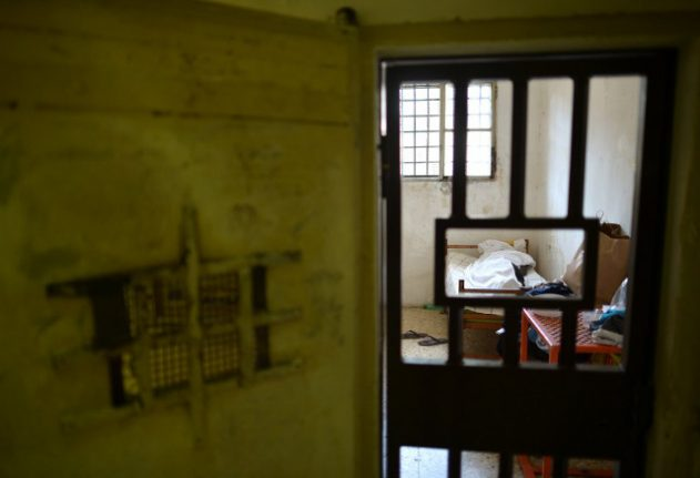Three inmates used knotted bedsheets to escape Florence jail