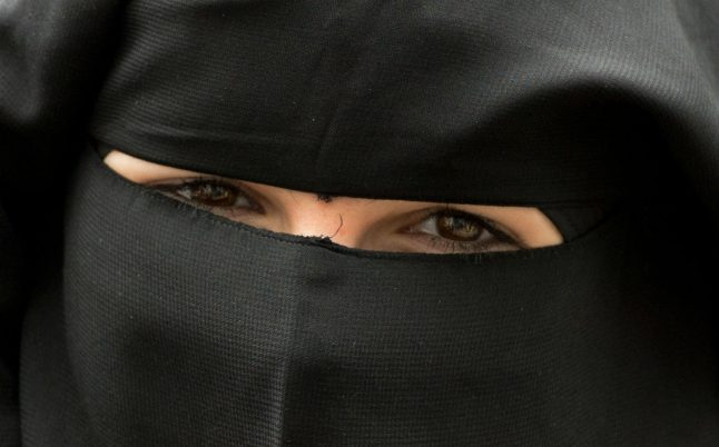Bus driver faces fine for refusing ride to niqab-wearing woman