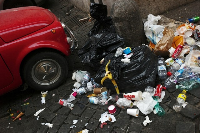 Rome mayor unveils 12-point plan to tackle the capital's rubbish crisis