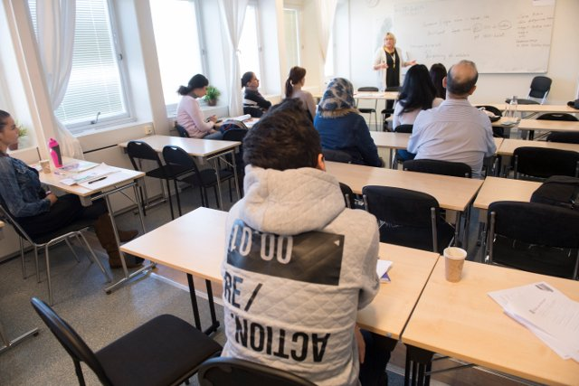 'More teachers needed' to cut long waits for Swedish classes