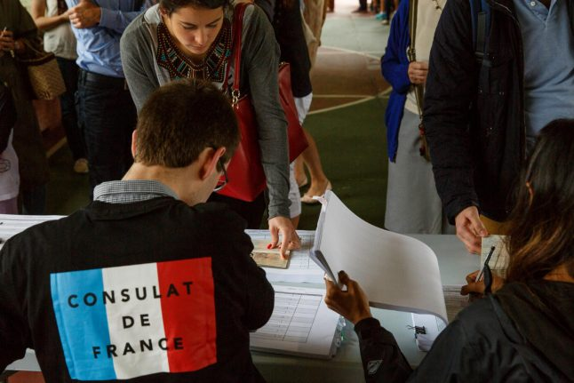 French expatriates vote ahead of knife-edge election