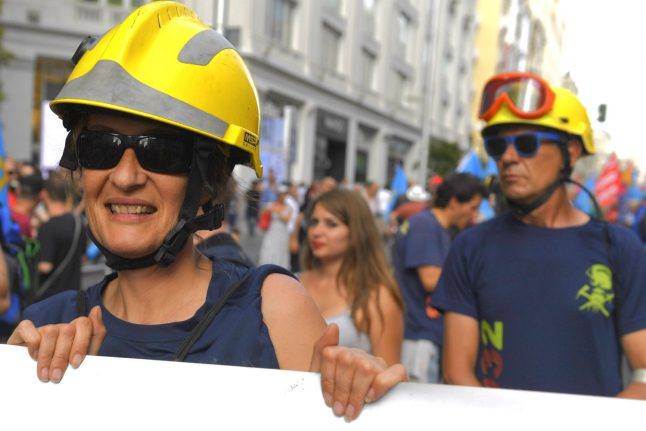 Tens of thousands rally in Madrid for 'job dignity'