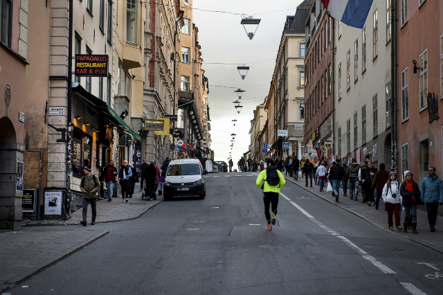 Men aren't as fast as they think, Swedish study of runners shows
