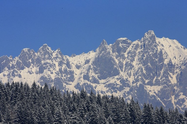 Two killed in Alps as helicopter rope comes loose