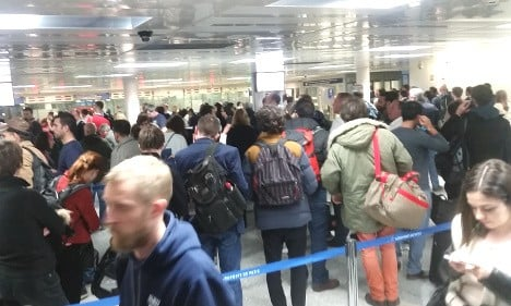 Airlines sound alarm over 'chaotic' border queues at Paris airports