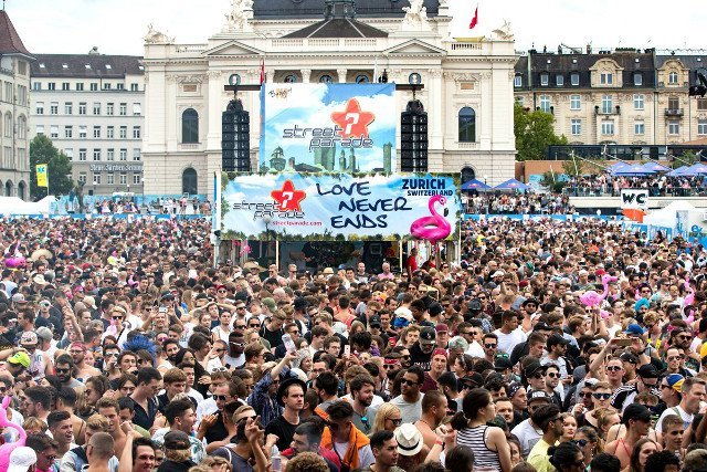 Close to a million attend Zurich's biggest street party