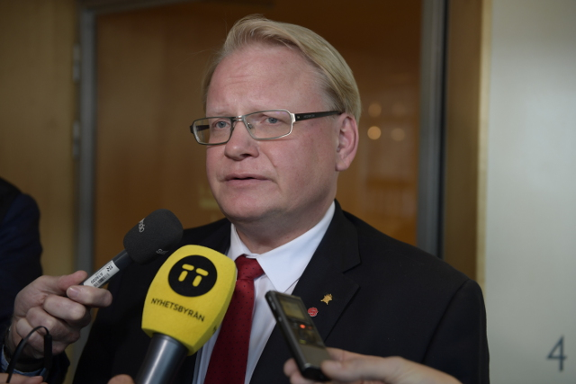 No-confidence motion against Sweden's Defence Minister collapses as two opposition parties back out