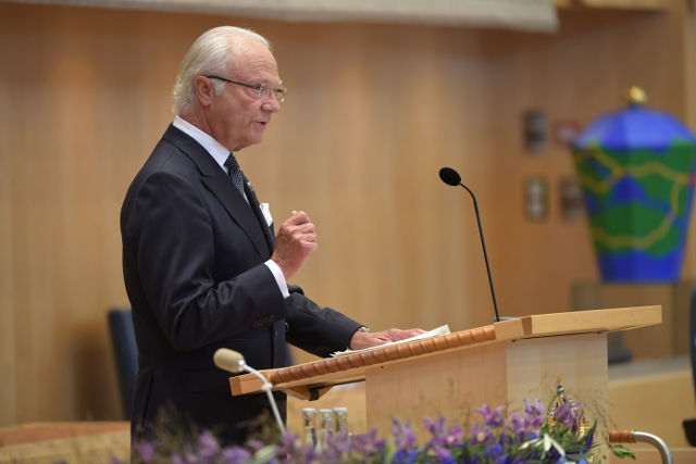 King reminds MPs they represent 'all of Sweden', including immigrants