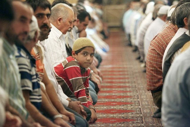 Interior Minister upsets colleagues by suggesting Germany could celebrate Muslim holidays