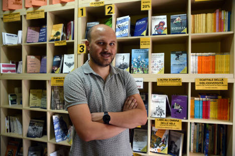 Naples fights mafia – with first bookshop in 50 years